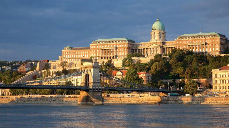 Будапешт. Вид на цепной мост и королевский дворец.