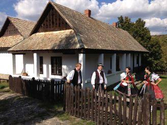 Фольклорная деревня Холлокё и дворец в Гёдёллё